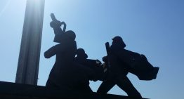 Памятник Освободителям Риги разрушается